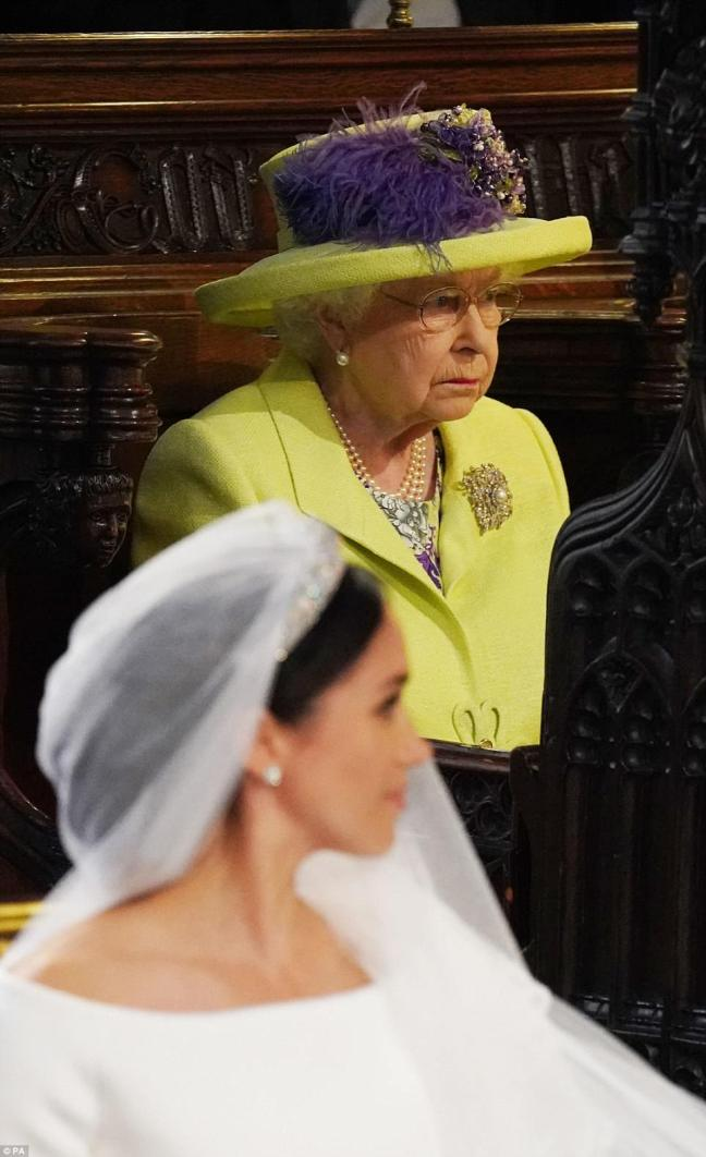 4C6D8A4C00000578-5747711-The_Queen_has_officially_welcomed_Meghan_Markle_to_the_royal_fam-a-61_1526741116902