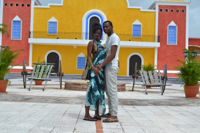 Page 35, Marriage, Caprtion, (Geoffrey and sandra in Mexico Cancun on their honeymoon) (1)