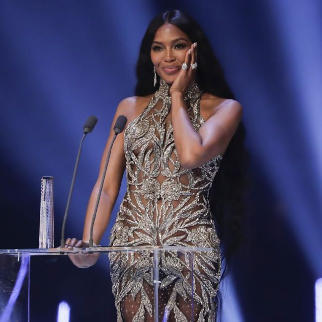 naomi-campbell-accepts-the-icon-award-on-stage-during-the-news-photo-1575366322