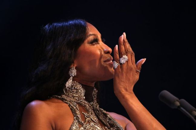 naomi-campbell-cries-as-she-accepts-the-icon-award-on-stage-news-photo-1575366167